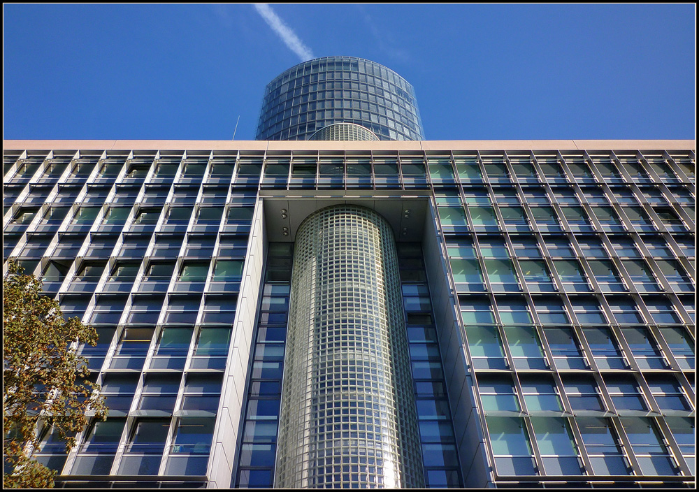 KölnTriangle - vertikal und horizontal
