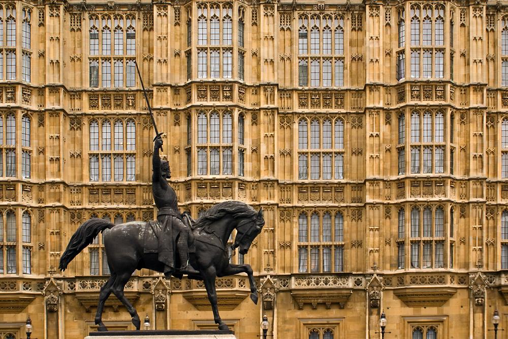 König Alfred vor den Houses of Parliament