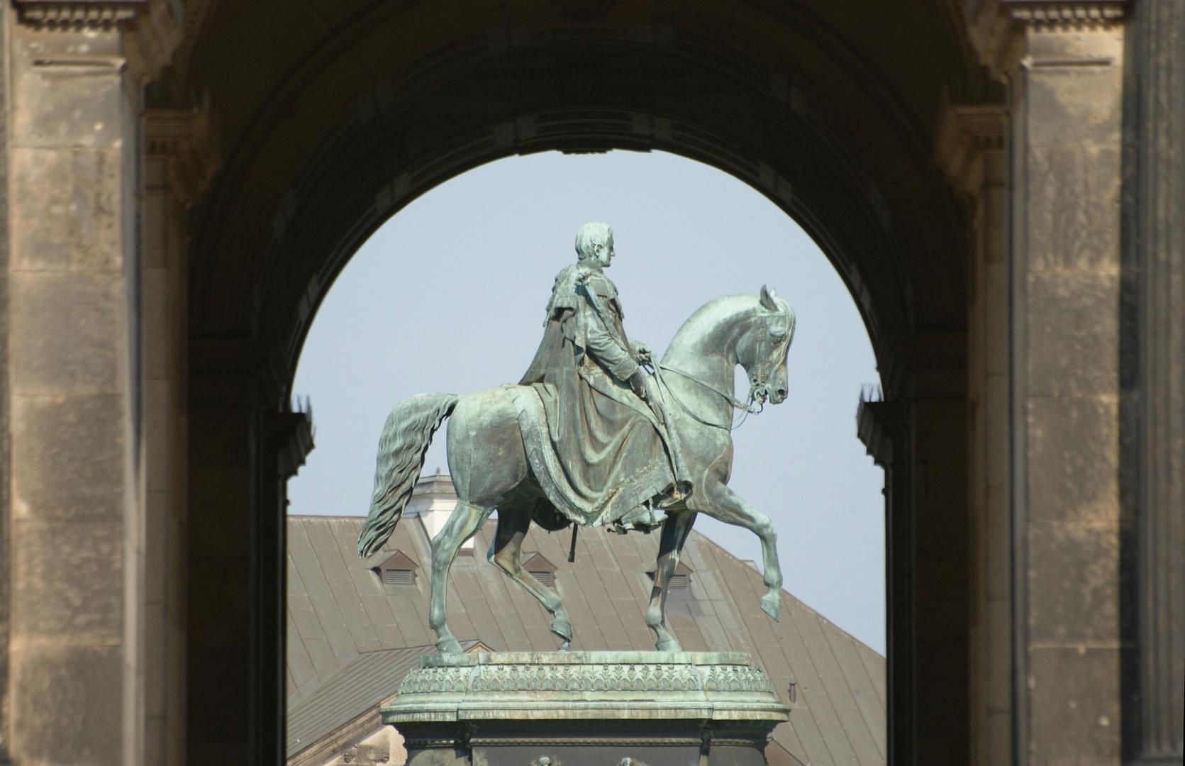 König Johann von Sachsen vor der Semperoper
