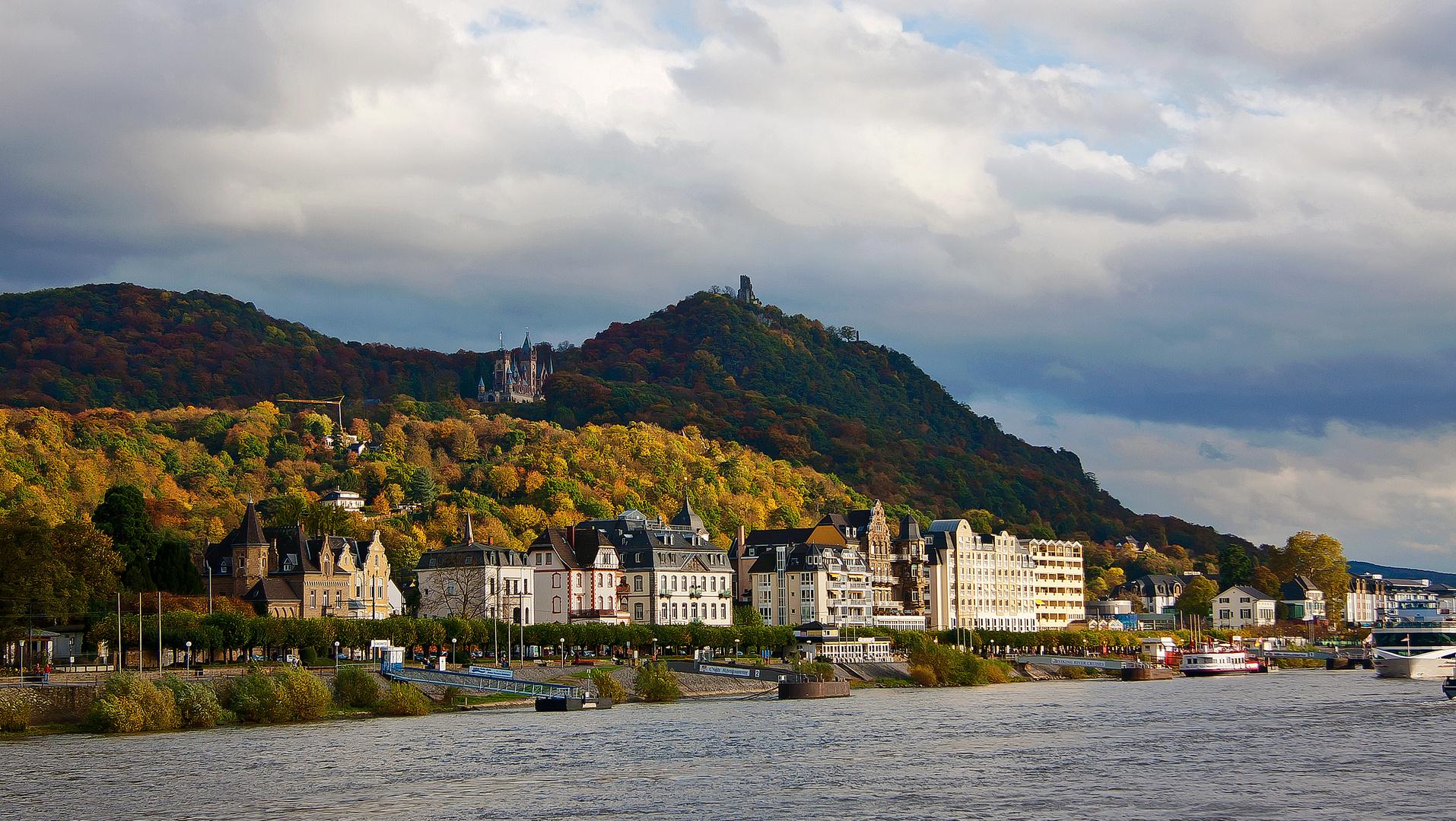 Königswinter mit Schloß Drachenburg und Drachenfels