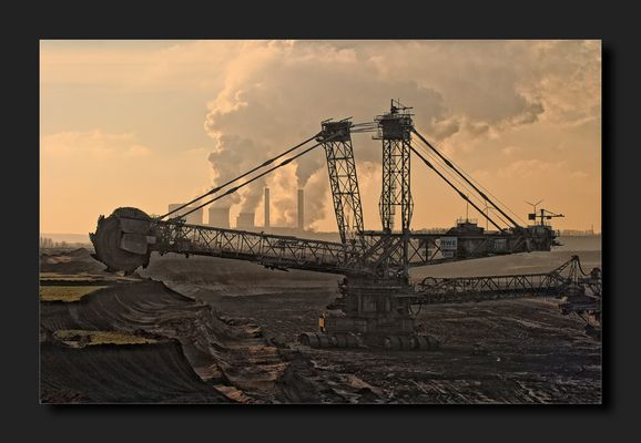Kohle machen 08 - Baggern Fördern Verbrennen Wolken