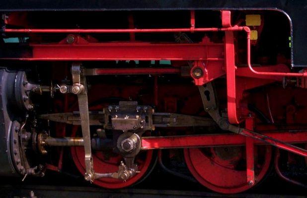 Kolbenstangen, Kreuzkopf und Eisenräder