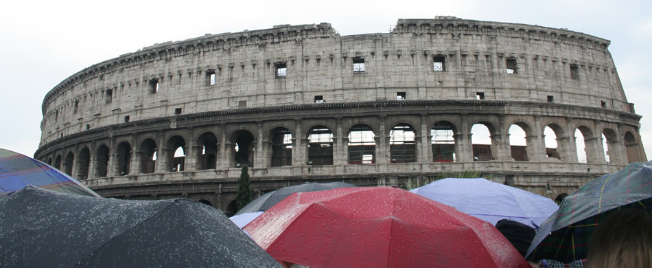 Kolosseum im Regen