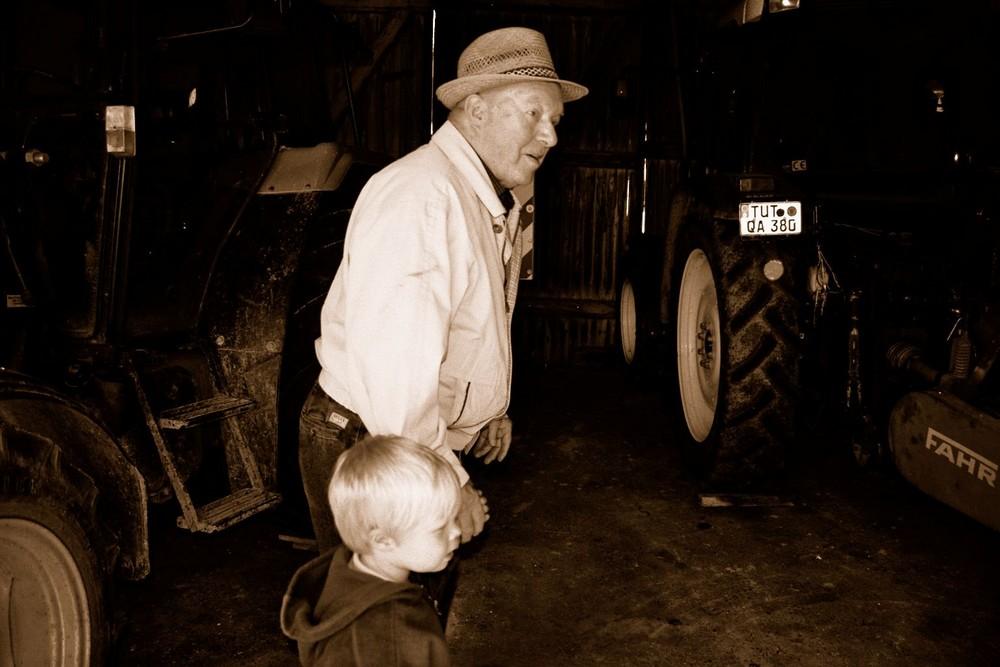 Komm Opa, lass uns Traktor fahren :-0)