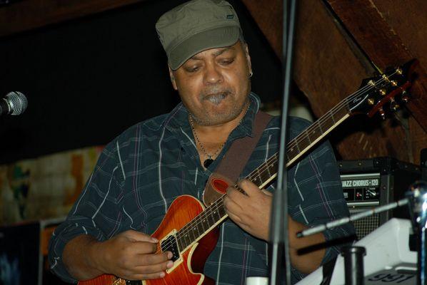 """Komponist, Produzent, Gitarrist und Sänger Jean-Paul """"Bluey"""" Maunick"""