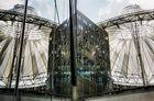 Komposition aus Glas und Stahl