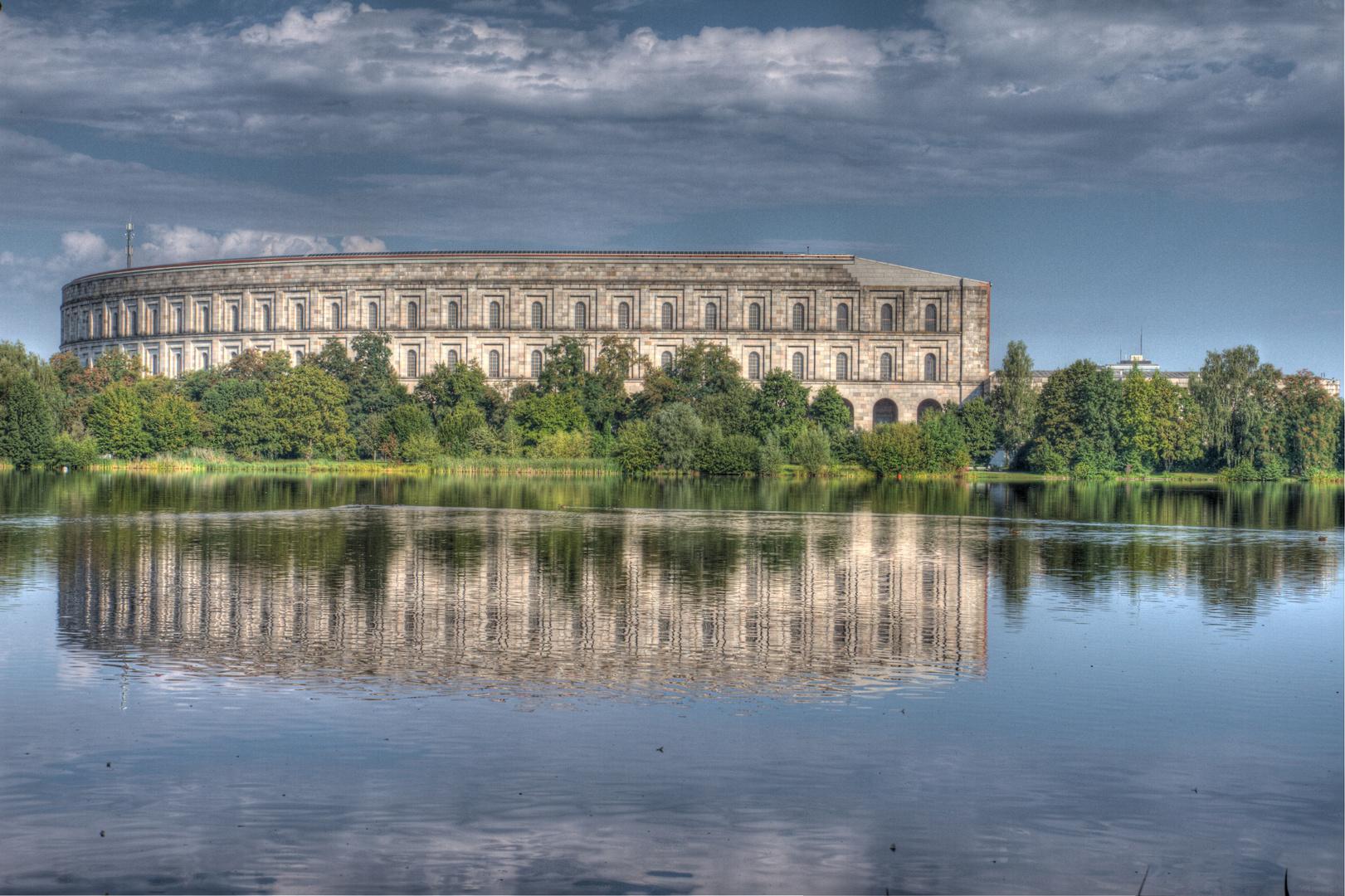 Kongresshalle Reichsparteitagsgelände Nürnberg im August 2011 HDR (1)