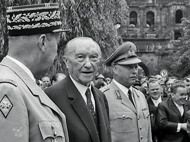 Konrad Adenauer nach Abnahme einer Parade in Trier 1966