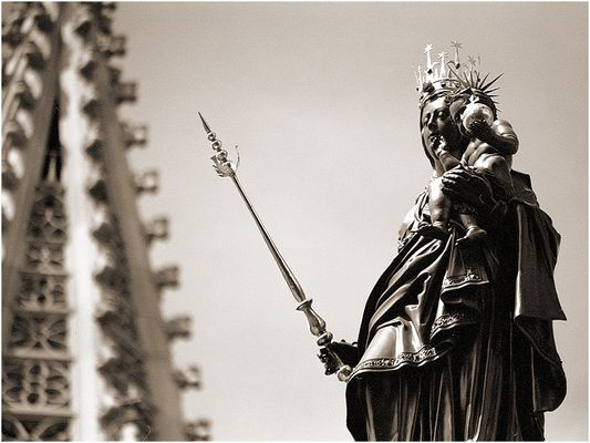 Konstanz: Marienstatue vor dem Münsterturm