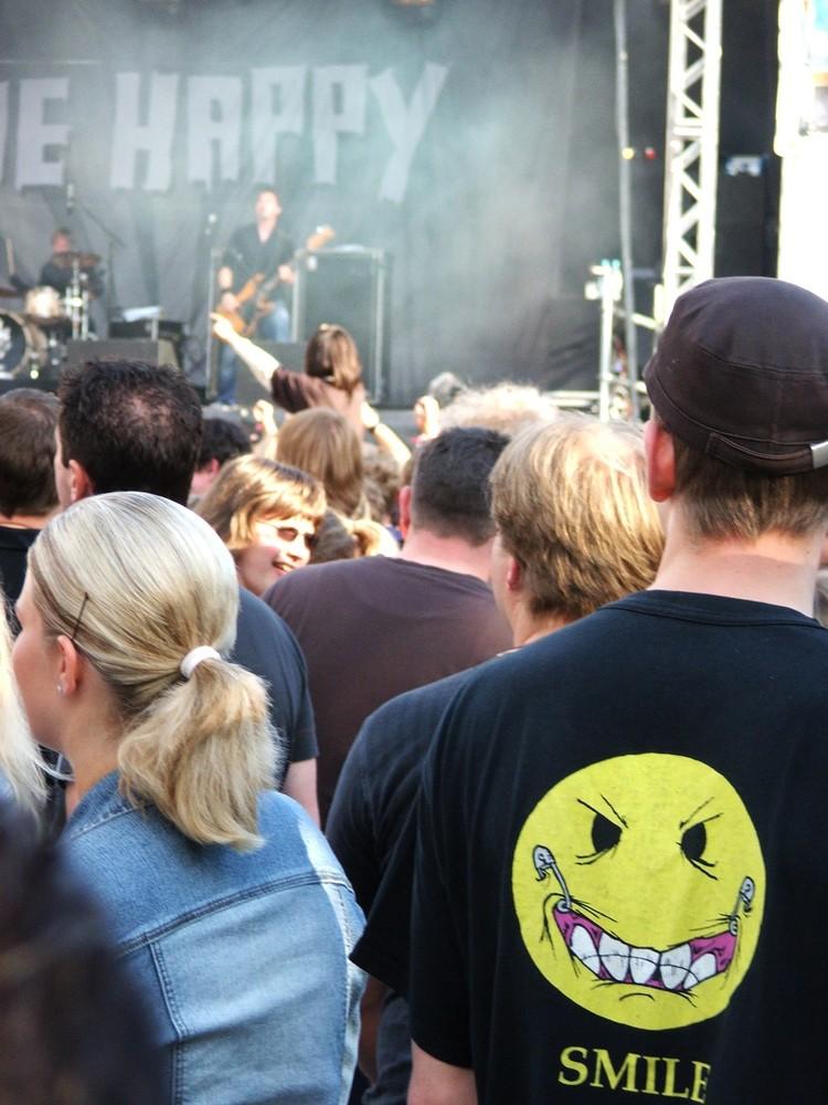 Kontrast.. auf der Bühne: Die Happy