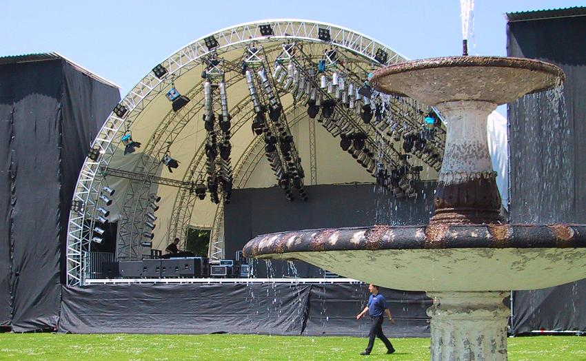 Konzertbühne im Aufbau