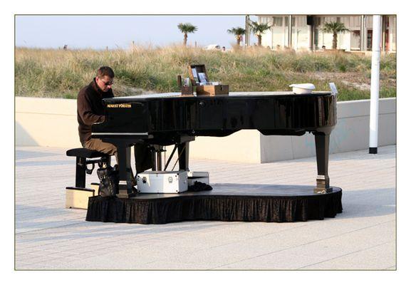 Konzertflügel am Strand ....