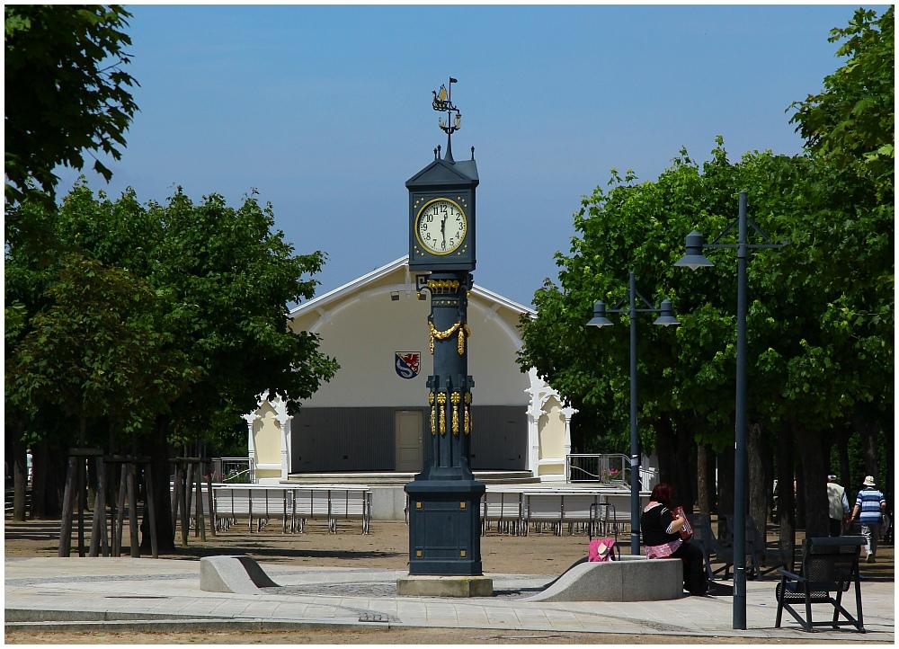 Konzertpavillon und historische Uhr von Ahlbeck (Usedom)