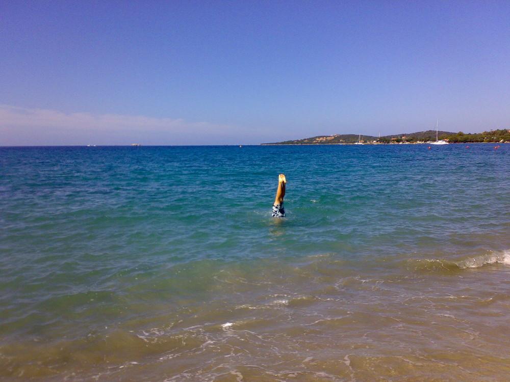 Kopfstand im Wasser