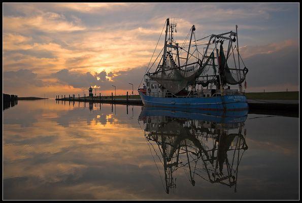 Krabbenkutter am Abend