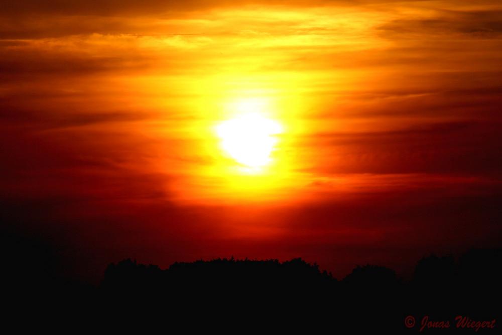 kräftiger Sonnenuntergang