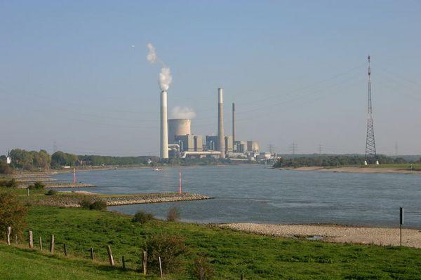 Kraftwerk am Rhein bei Götteswickerham.