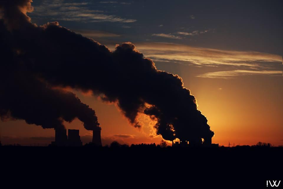Kraftwerk beim Sonnenuntergang