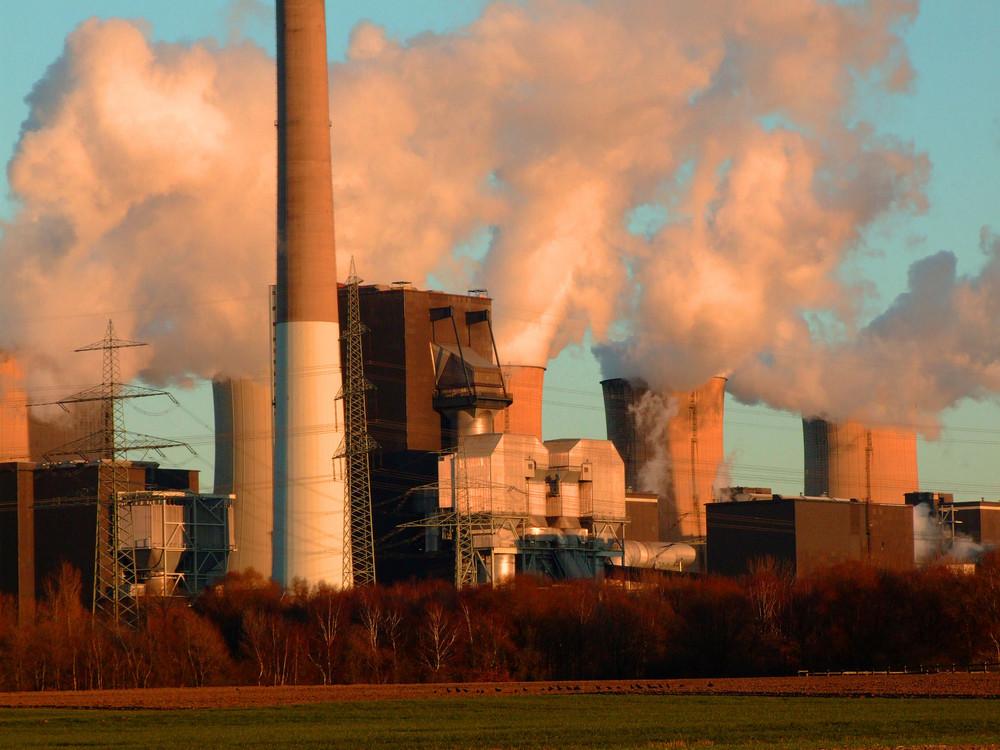 Kraftwerk Gelsenkirchen Scholfen im Abendlicht