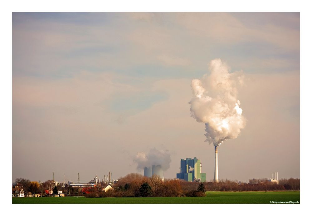 Kraftwerk im Sonnenschein...