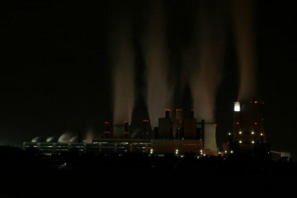 Kraftwerk Niederaußem zu nächtlicher Stunde