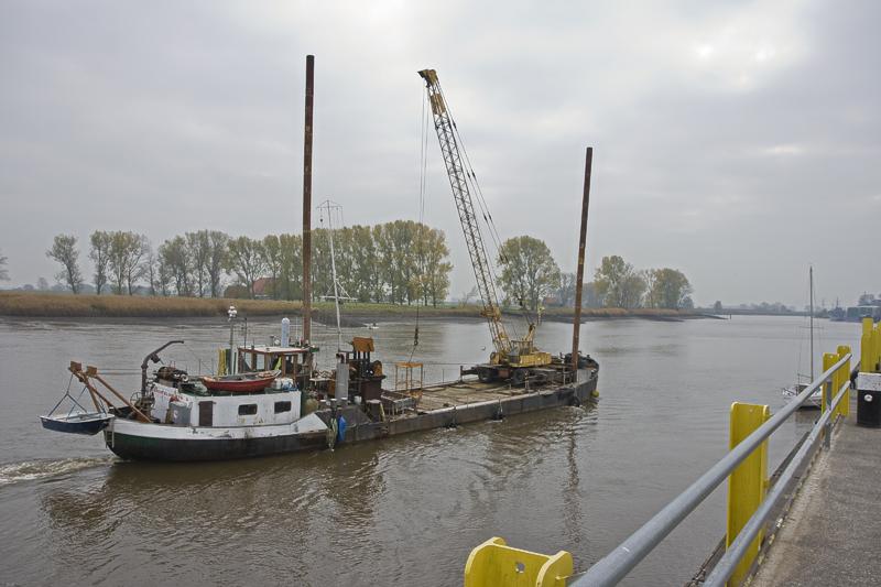 Kranschiff auf der Hunte