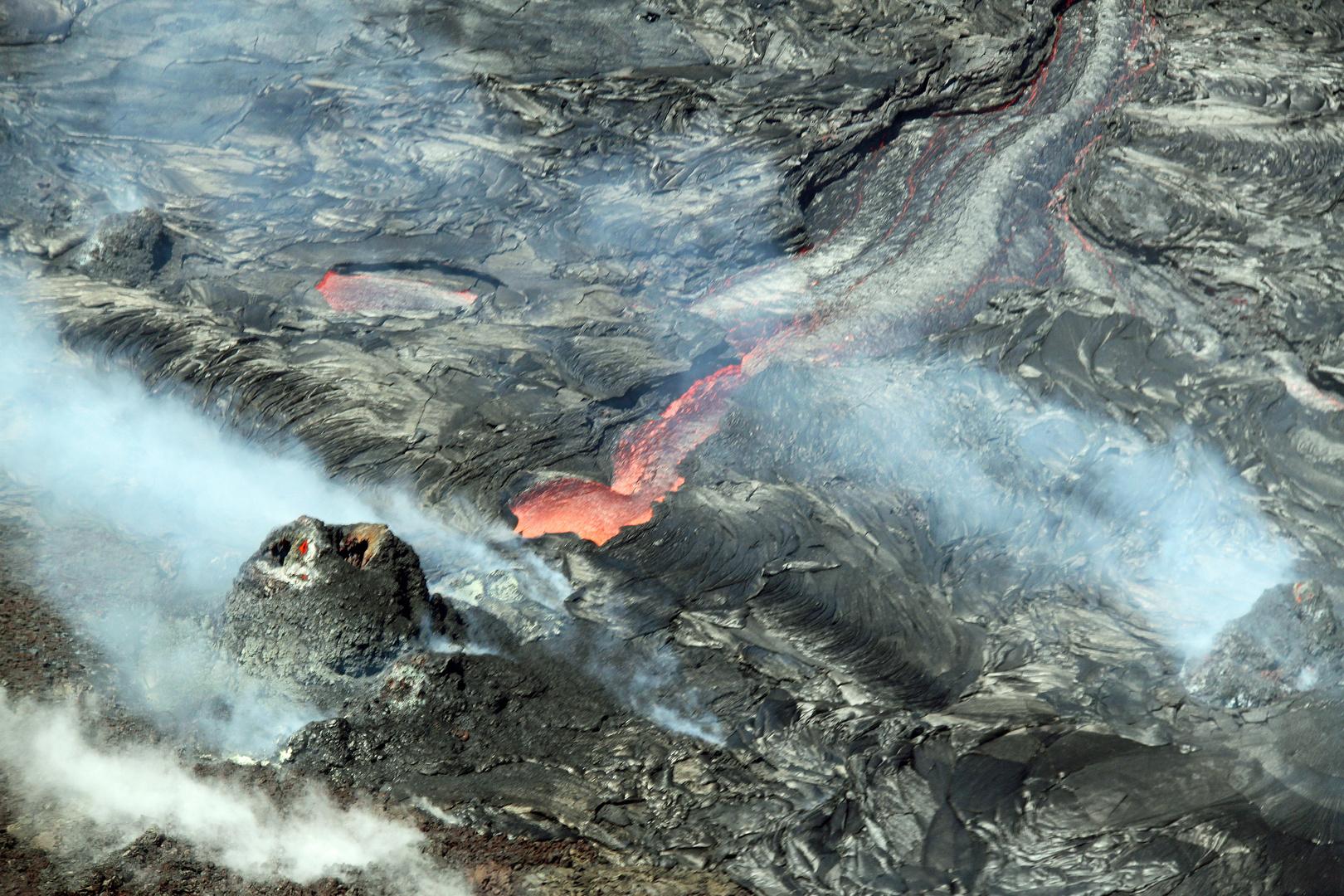Krater und Lavafluss am Pu'u O'o
