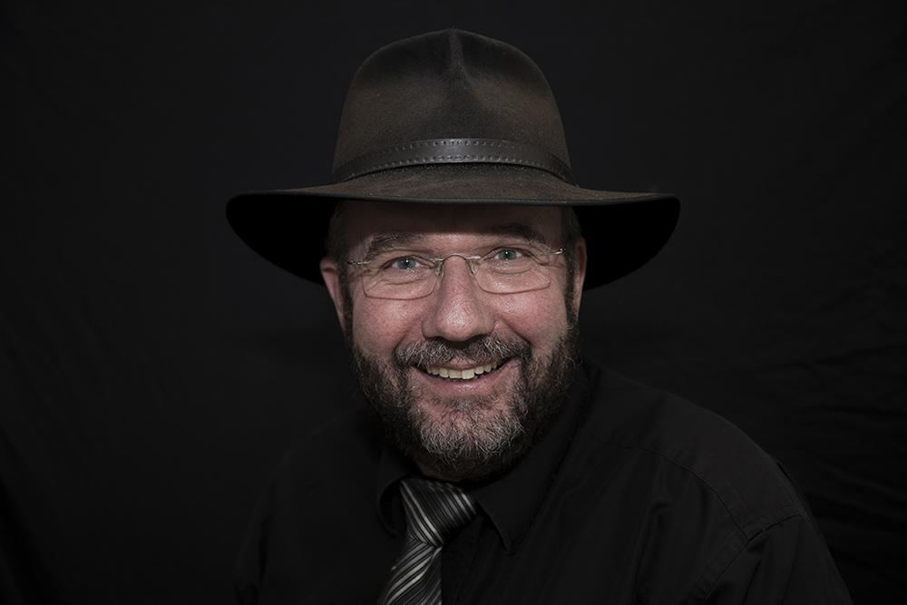 Krawatte und Hut