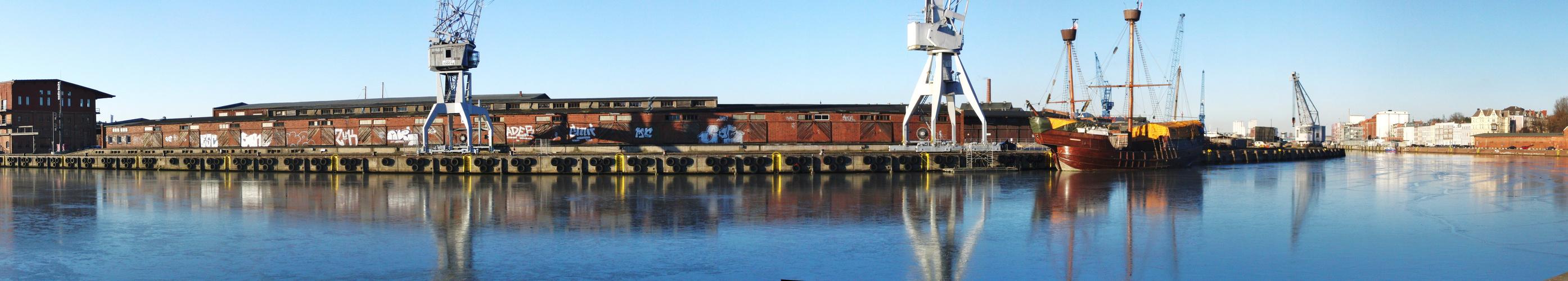 """Krawel-Lisa von Lübeck- am Kai-""""Anlegesteg""""-Schiffswerft-Wallhalbinsel-Lübeck !"""