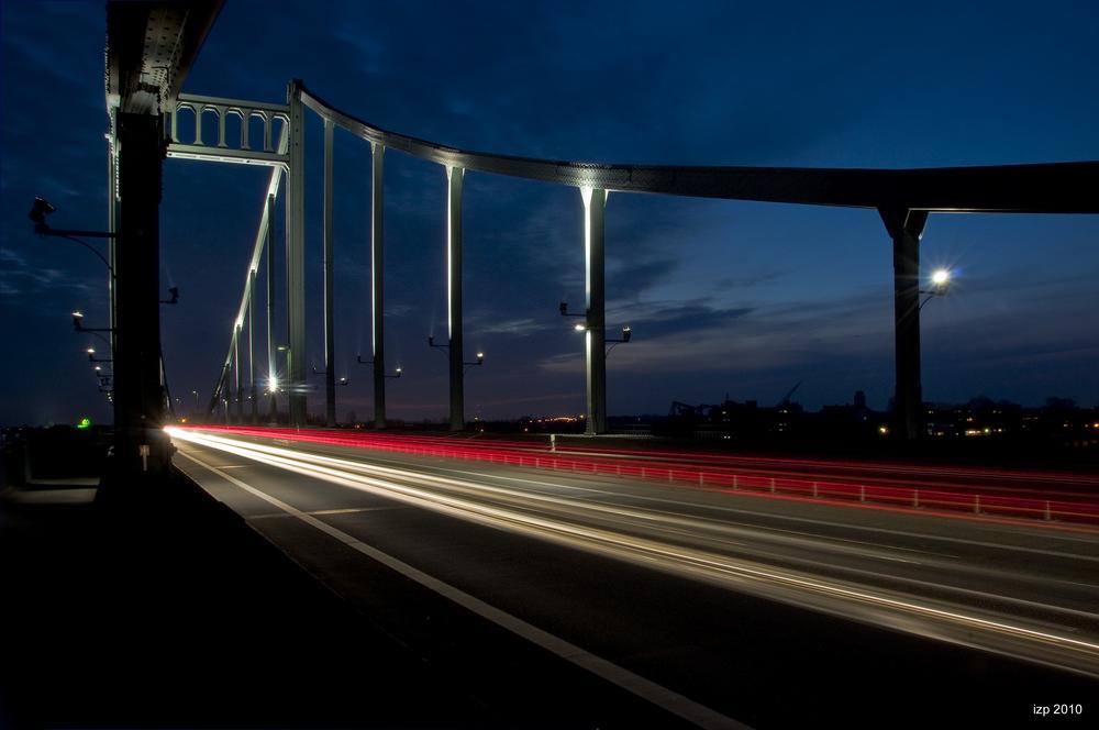 Krefelder Brücke bei Nacht