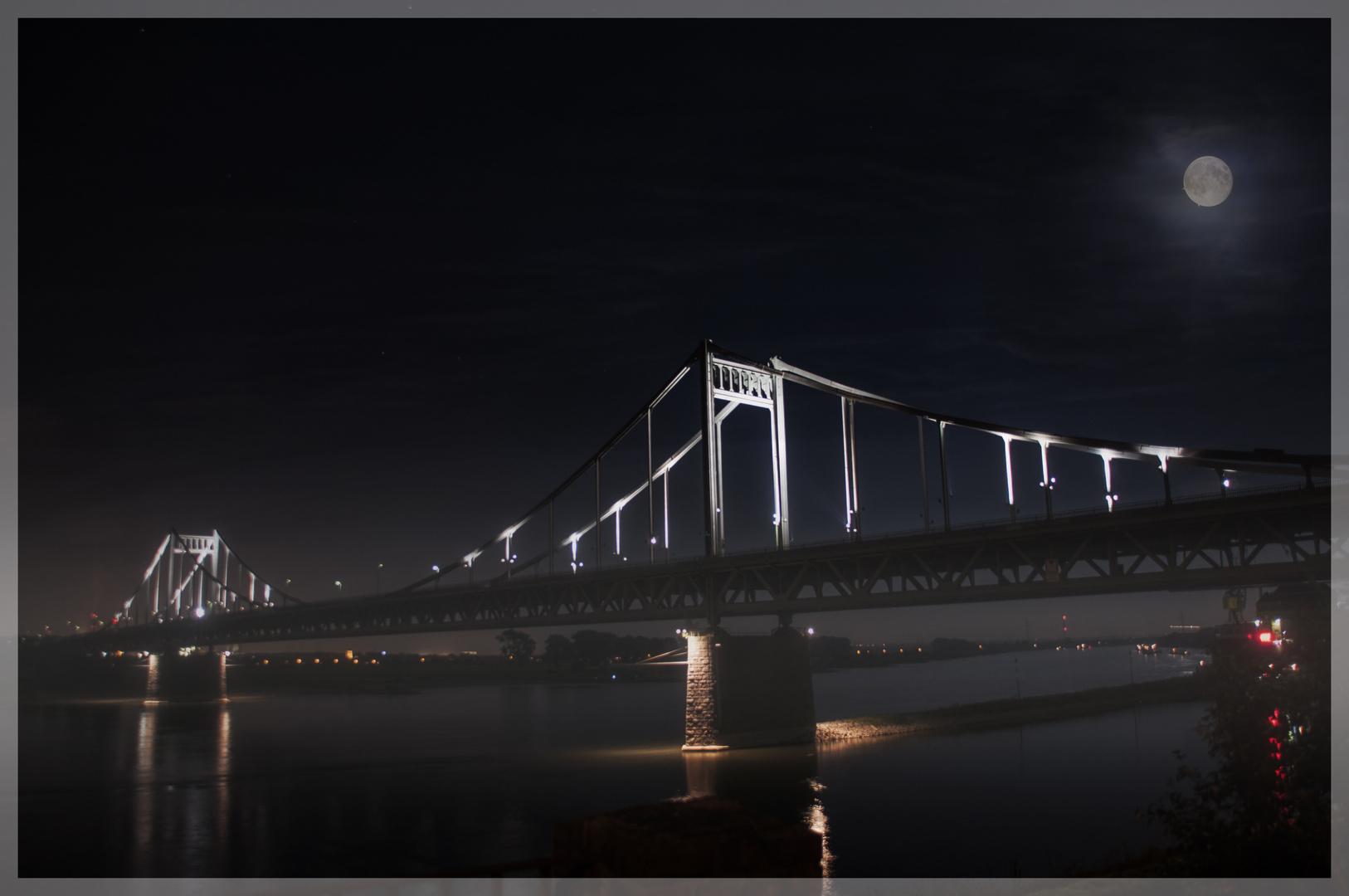 Krefelder_Rheinbrücke_Nachtaufn.