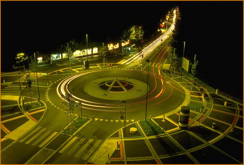 Kreisel bei Nacht
