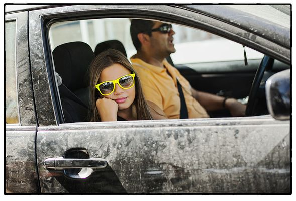 Kreter mit Tochter auf dem Weg zur Autowaschanlage?