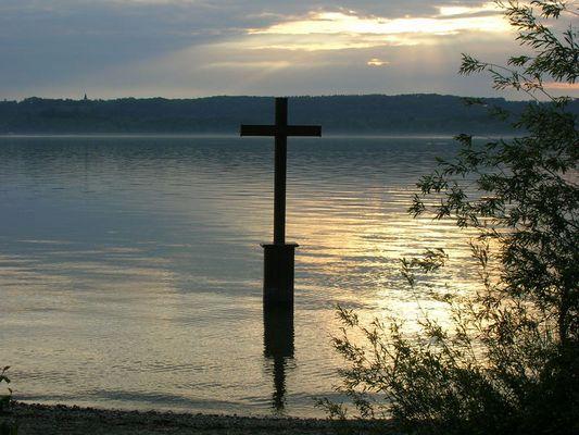 Kreuz im Starnberger See zum gedenken an König Ludwig II. von Bayern