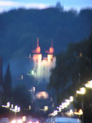 Kreuzbergelkirche in Klagenfurt in der Dämmerung
