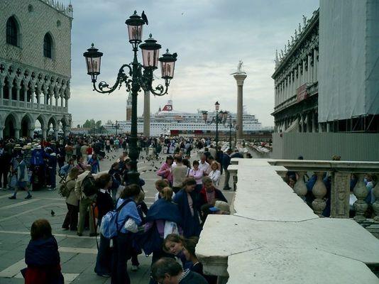 Kreuzer in Venedig