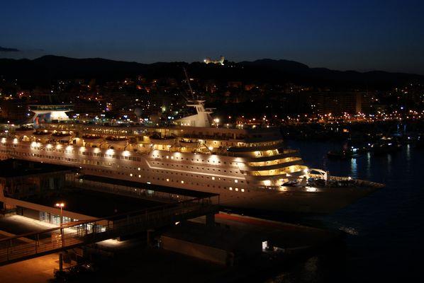Kreuzfahrtschiff im Hafen von Palma