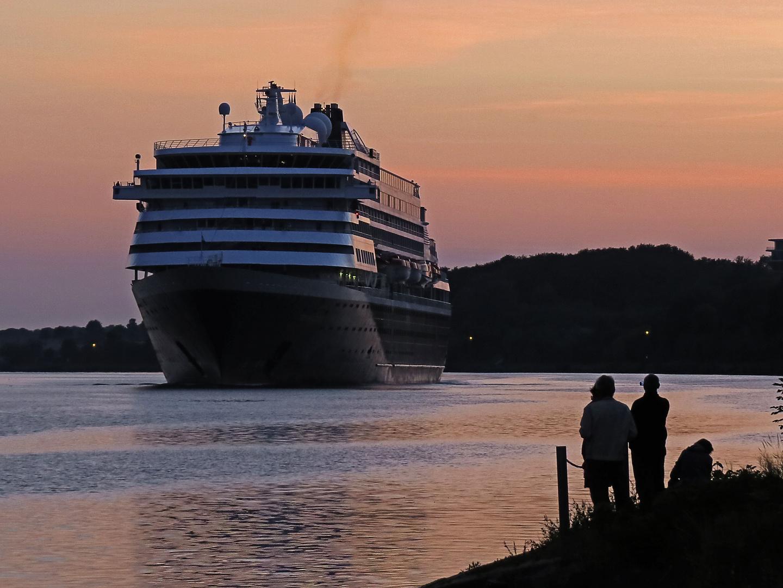 Kreuzfahrtschiff Prinsendam auf dem NO-Kanal