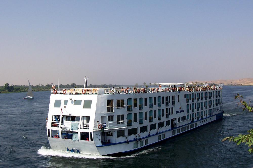 Kreuzfahrtschiff Solaris am Nill