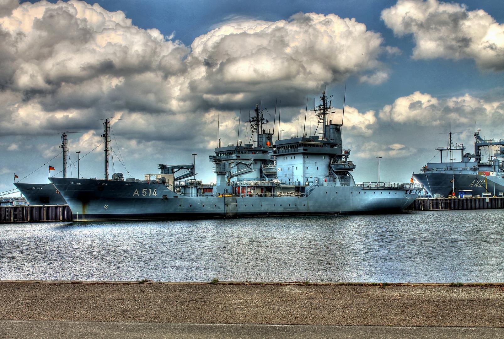 Kriegsschiff in Kiel