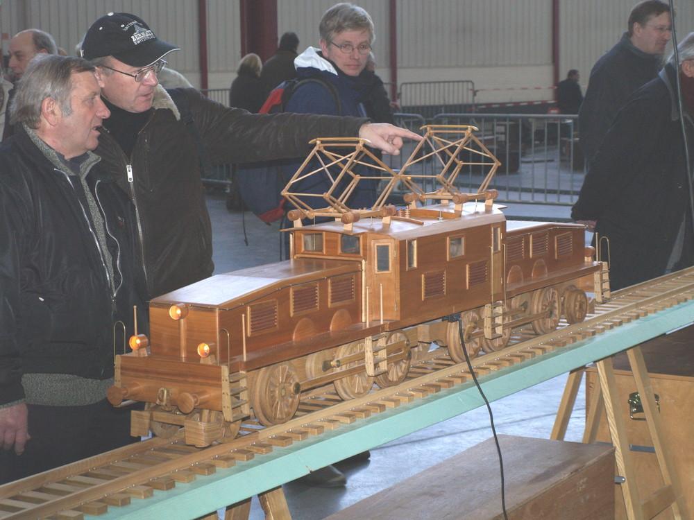 krokodil mal aus holz foto bild modell eisenbahnen eisenbahn verkehr fahrzeuge bilder. Black Bedroom Furniture Sets. Home Design Ideas