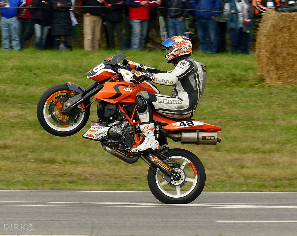 KTM-Duke Battle