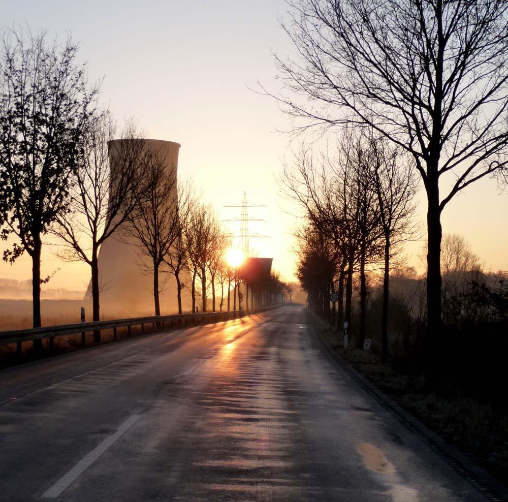 Kühltürme des Kraftwerks Westfalen im Morgenlicht