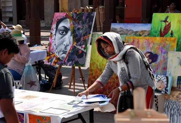 Künstlermarkt im Suq von Dubai.