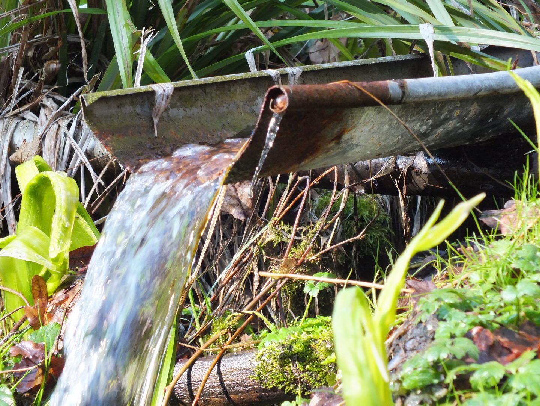 künstlicher Naturwasserfall