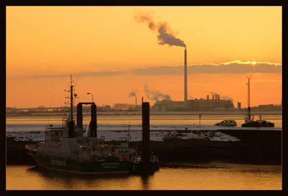Küstenwache Bremerhaven in der Abenddämmerung.