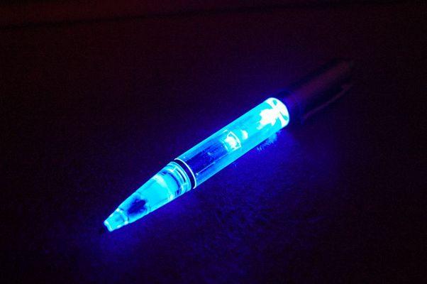 Kugelschreiber mit Licht....2