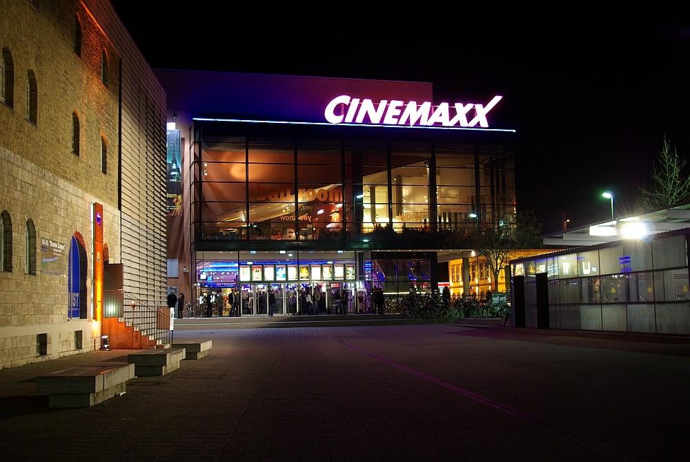 Kulturspeicher und Cinemaxx bei Nacht anläßlich der Würzburger Filmtage