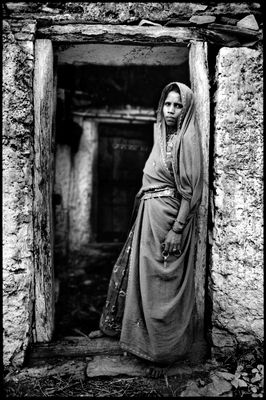 Kumbhalgarh - Woman at back door