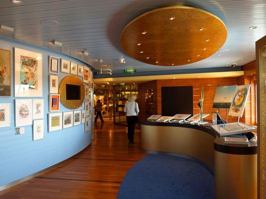 Kunstgalerie auf AIDA luna